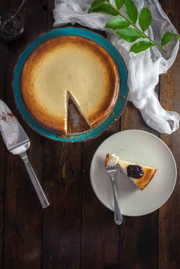 cheesecake-table-dessert-cream-162688.jpeg