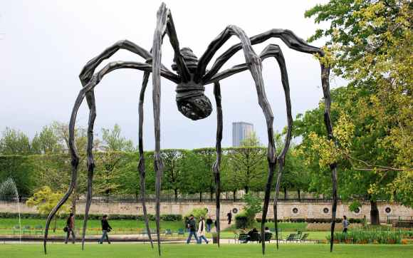 brown wooden spider formed statue photography