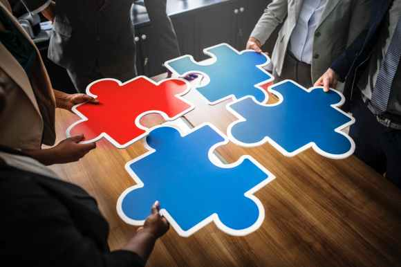 red and three blue jigsaw puzzles