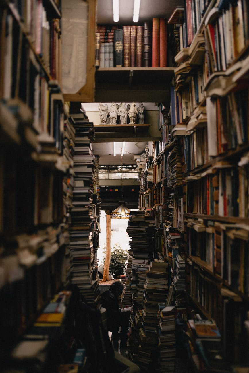 book shelves in a room close up photography
